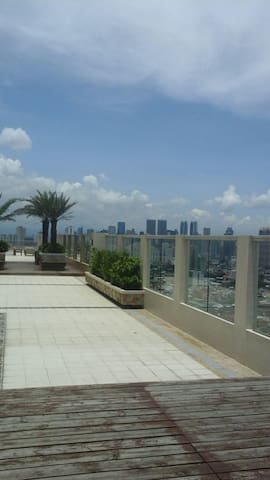 Fully Furnished Unit with Balcony - Mandaluyong - Huoneisto