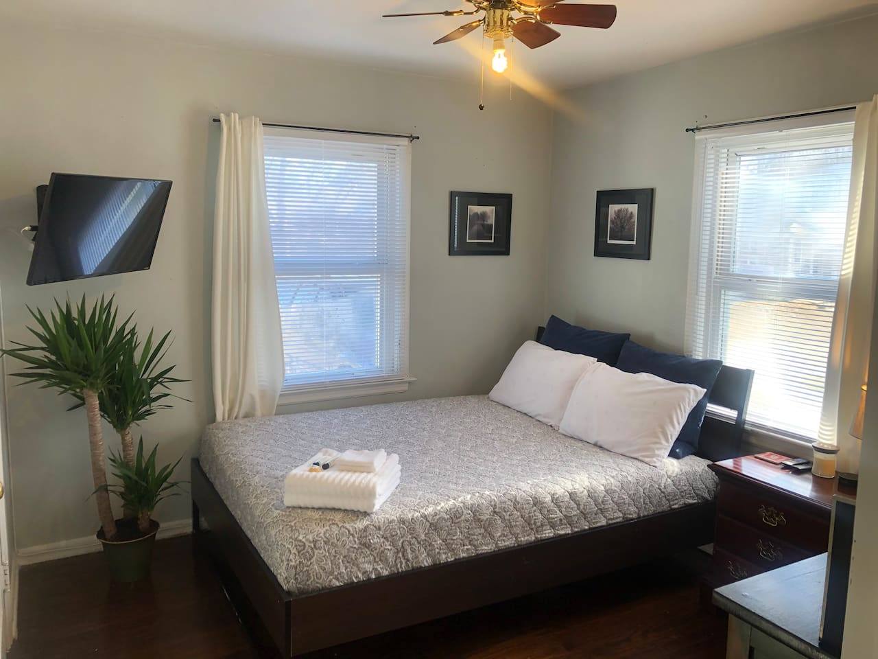 Very comfortable and cozy bed! Keeps you cool in summer, warm in winter...relax after a long day in a quite safe neighborhood away from downtown drama. Modern queen bed perfect for 2. Enjoy asking Alexa what music to play or catch up on TV shows