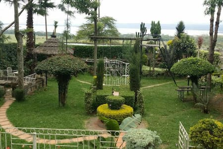 3rooms. Lake Nakuru at my backyard - Nakuru