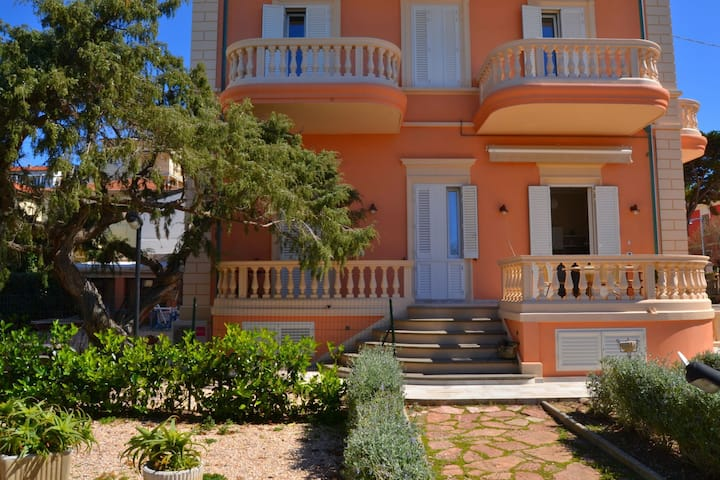 Historic Holiday Home in San Vincenzo near Beach