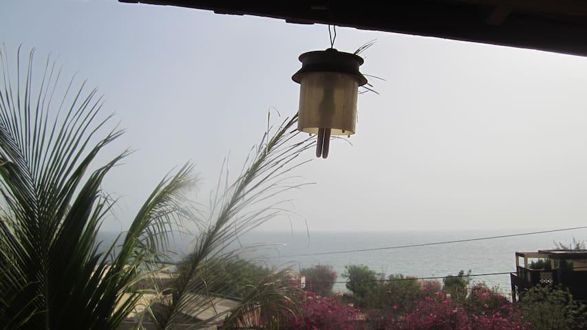 maison entiere à 3mn  de la plage - Toubab Dialao - Casa