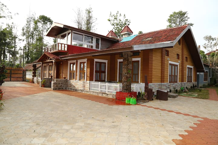 Plantation Bungalow in Valparai