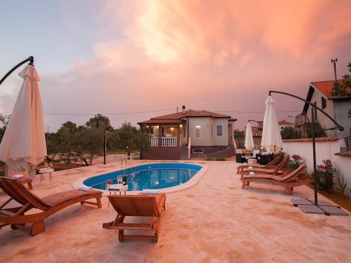Romantic Villa Olive with pool, Zadar county