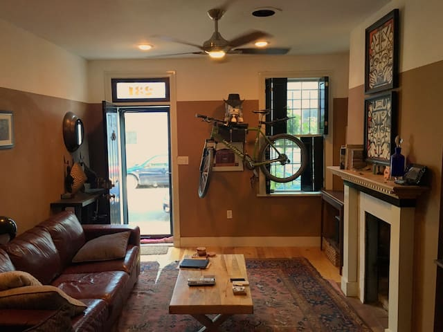 Rowhouse on quiet street in the heart of the city