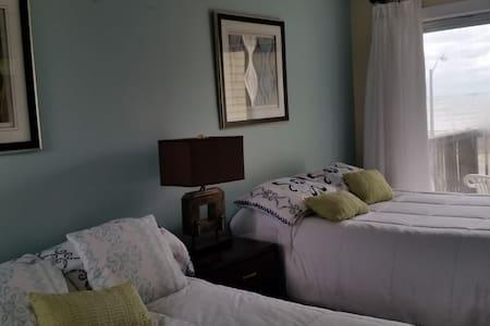 2 Beds 1 Bath Kitchen Ocean Side - Hampton
