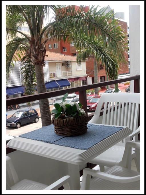 balcón sobre avenida Gorlero