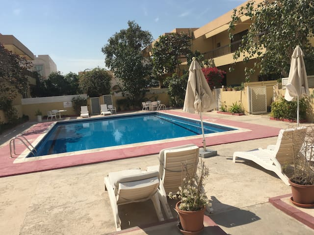 Lovely room w pool, close to beach - Dubai