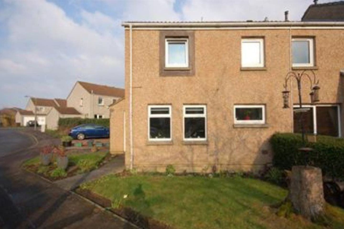1 bedroom house with garden space and driveway
