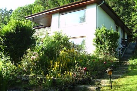 Ferien-Wohnung mit schönem Talblick - Egloffstein - Huoneisto