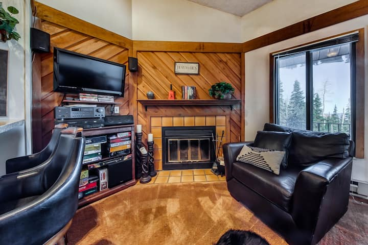 Family-friendly condo w/shared pool & hot tub - year-round outdoor activities!