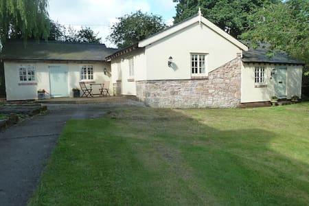 Golly Cottage, Golly Farm, Golly, Rossett, Wrexham - Rossett