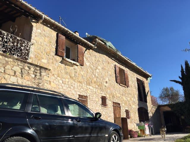 Chambre et terrasse avec vue - Châteaudouble