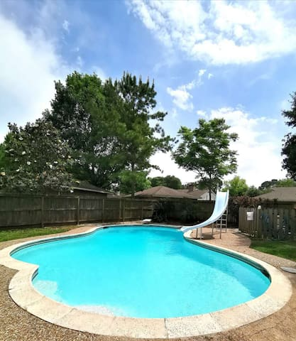 Single family house with pool in SW Houston-HW59