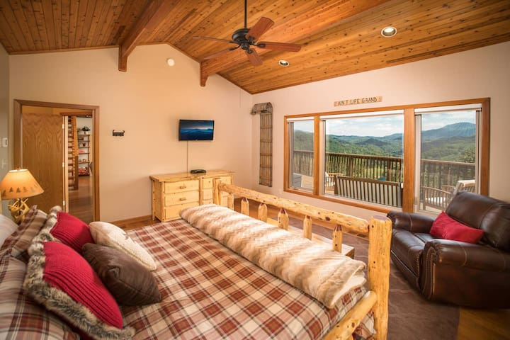 """""""Wake up with stunning views, in this private master suite with king bed"""""""