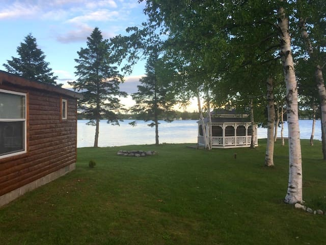 EAGLE POINT COTTAGE (on Brevort Lake): Memorial Day weekend AVAILABLE!