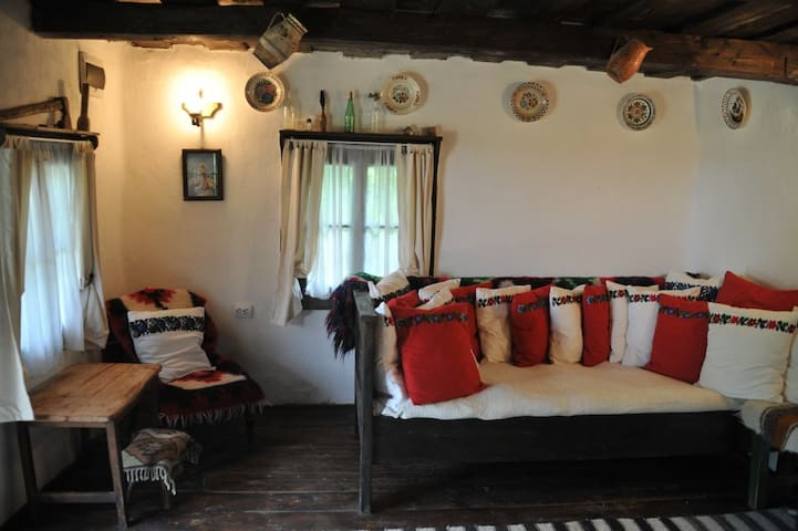 Casa Mica - one century old wooden cottage