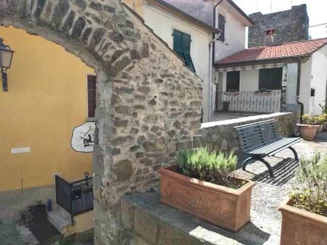 Ca' d'le Mura d Sovra