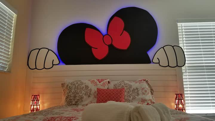 Beautiful Minnie Room for your Disney vacation.