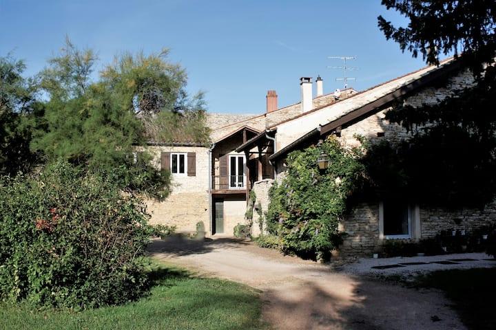 Grande maison bourguignonne avec parc arboré