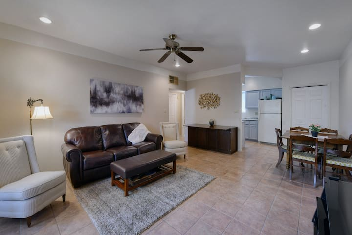 New listing! Stylish condo in Catalina Foothills w/ shared pool & balcony!