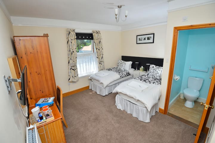 Twin or Double beds ensuite toilet & 2 shared bath