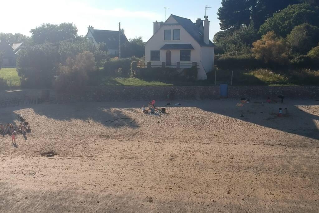 Plage a proximité du studio. Beach near the studio.