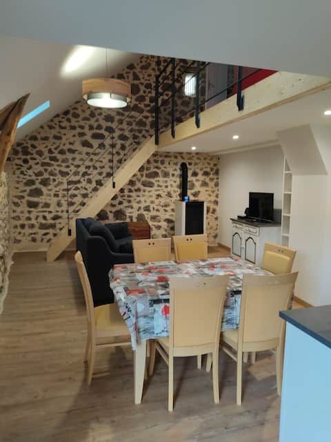 Character cottage in the heart of the Chaine des Puys