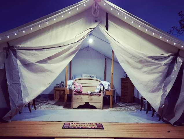 Miranda's private luxury glamping, w/breakfast.