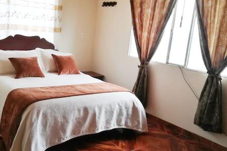 Habitacion doble con baño privado en CABAÑA
