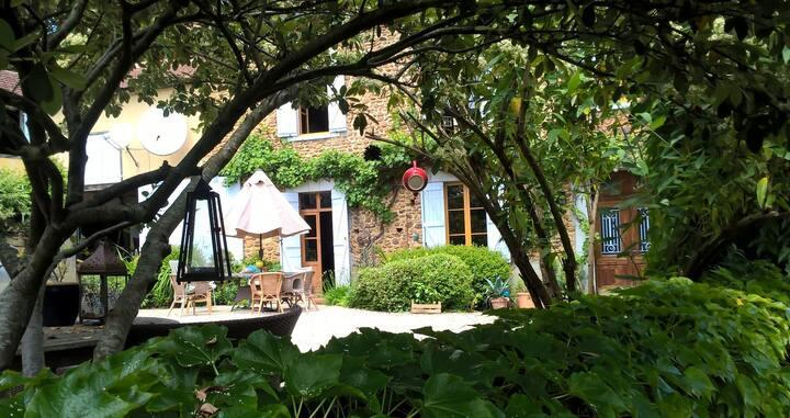 Maison et Jardin Talinou