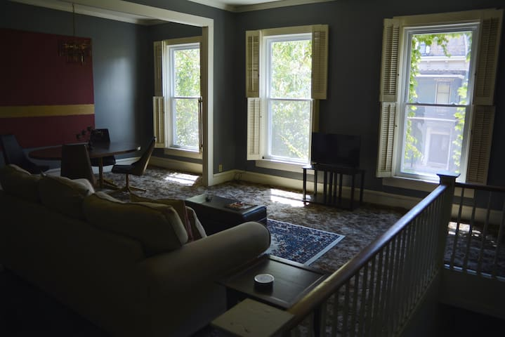 The Penthouse - 1869 Tranquil Downtown Apartment - Evansville - Apartment