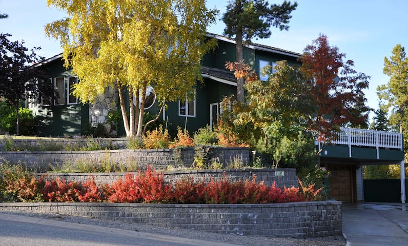 Serenity B&B - Great Park-Like Setting - Whitehorse - Bed & Breakfast