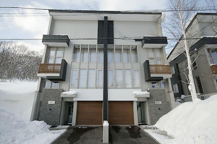 Shiki #1 : 3 bedroom townhouse w/4WD vehicle