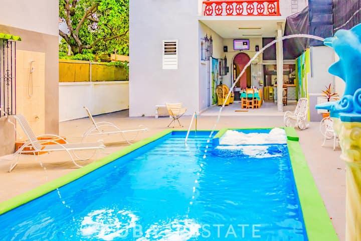 5BR Attractive Villa with POOL in Miramar/wifi