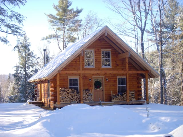 Peaceful Log Cabin in the Woods - Groton Pazarı - Ev