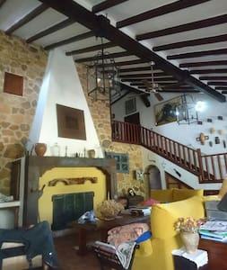 Casa rústica dentro de un naranjal - Pizarra