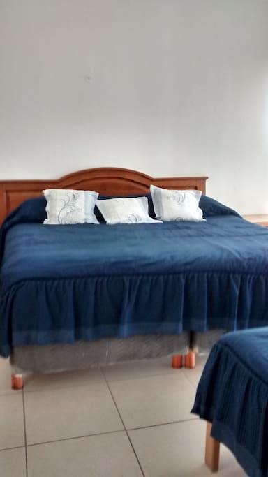 Recámara principal cama king size e individual