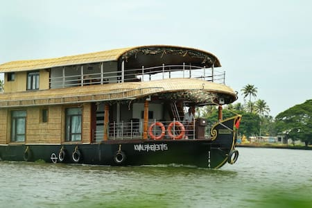 Traditional kerala luxury Houseboat 6000 per room