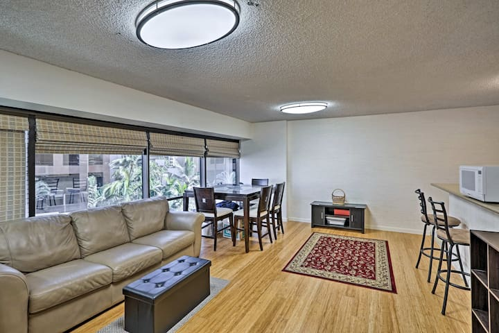 Cozy Downtown Honolulu Apt w/ Pool Access by HPU!