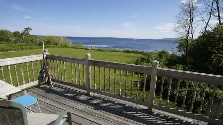 Cozy Maine Cottage, along shores of Penobscot Bay!