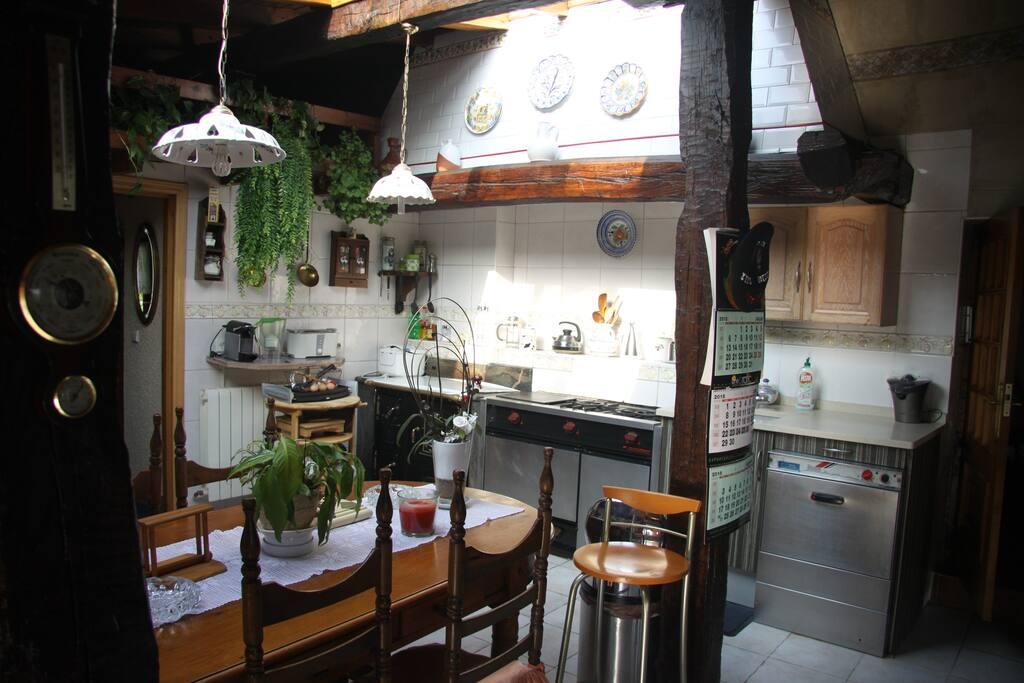 Casa en el centro de todo y de nada houses for rent in for Cocinas en oiartzun