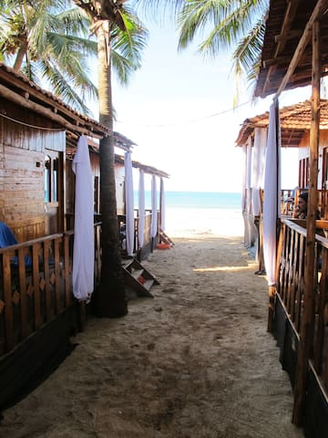 Standard Beachhuts with Balcony, Agonda Beach - Agonda - Hut
