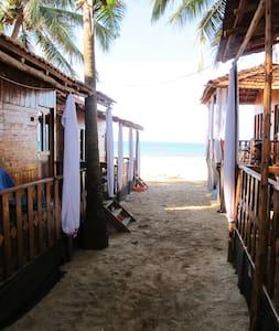 Standard Beachhuts with Balcony, Agonda Beach - Agonda - 小屋