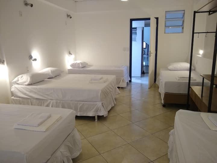 Suite Familhão - 5 min do metrô e 10 de Copacabana