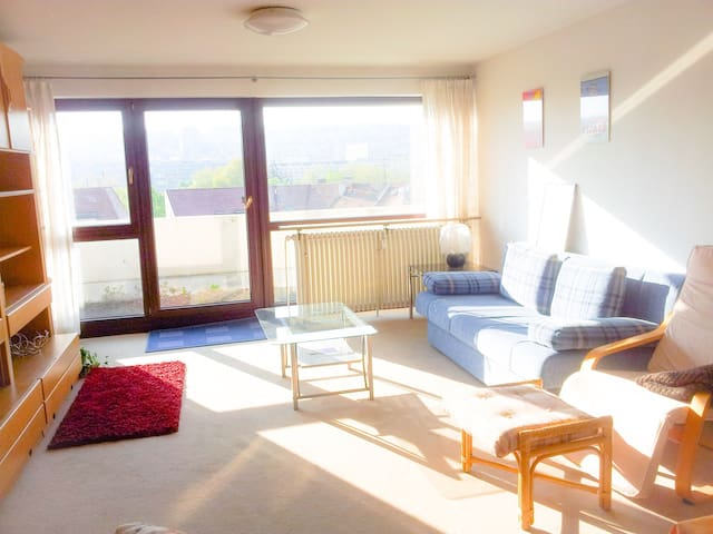 Cozy flat w/ great view near Schlosspark - Stuttgart - Leilighet