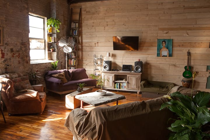 Beautiful 2,000sf Shared Loft w/ Private Roof Deck - Philadelphia - Loft