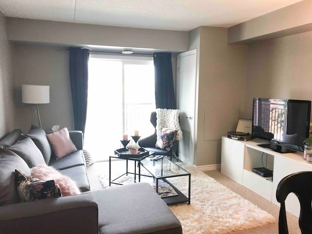 Cozy & Private Apartment in Guelph!