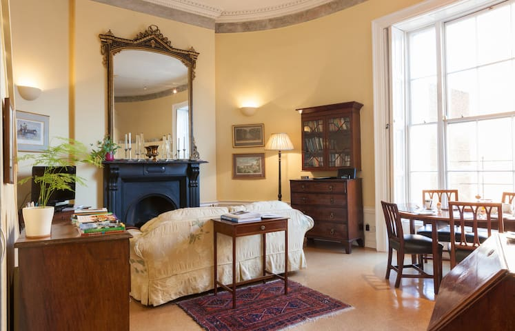 Very Special Oval Georgian Studio - Dublin - Byt