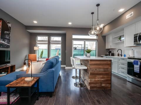 Brand New Luxury Condo Minutes from Downtown C1