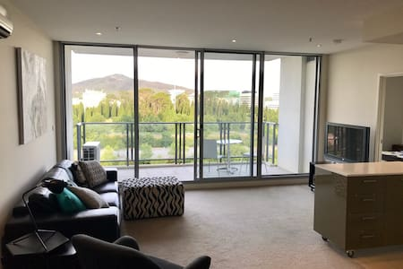 Modern & Convenient Apartment...Plus a View! - Canberra - Apartamento